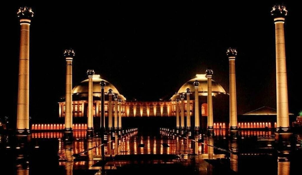 Smile! You are in Lucknow- The city of Nawabs
